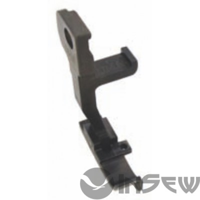 UMA-368 Лапка для отделочной каймы низа рубашек